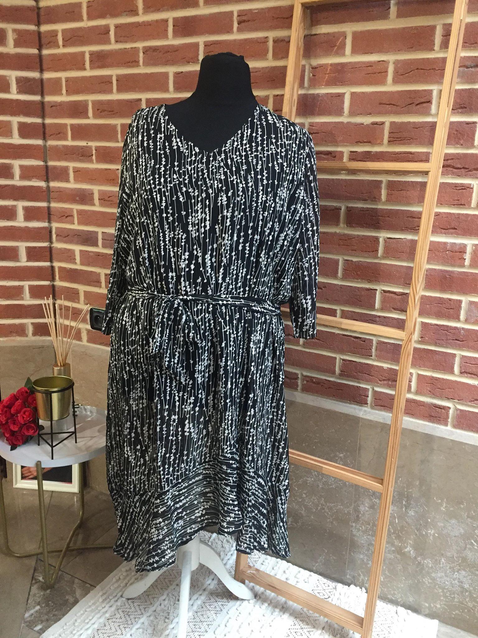 Longue robe noir  - LON_ROB_NOI_TRA_BLA_RON_BLA