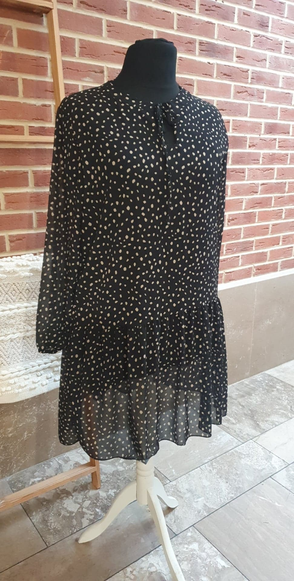 Robe noir pois beige à lacet - ROB_POI_BEI_LAC