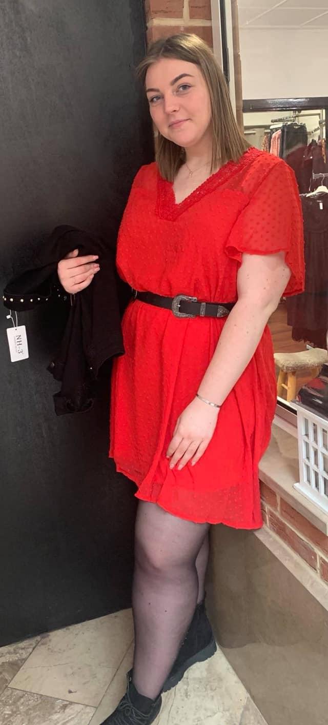 Robe rouge relief pois - ROB_ROU_REL_POI