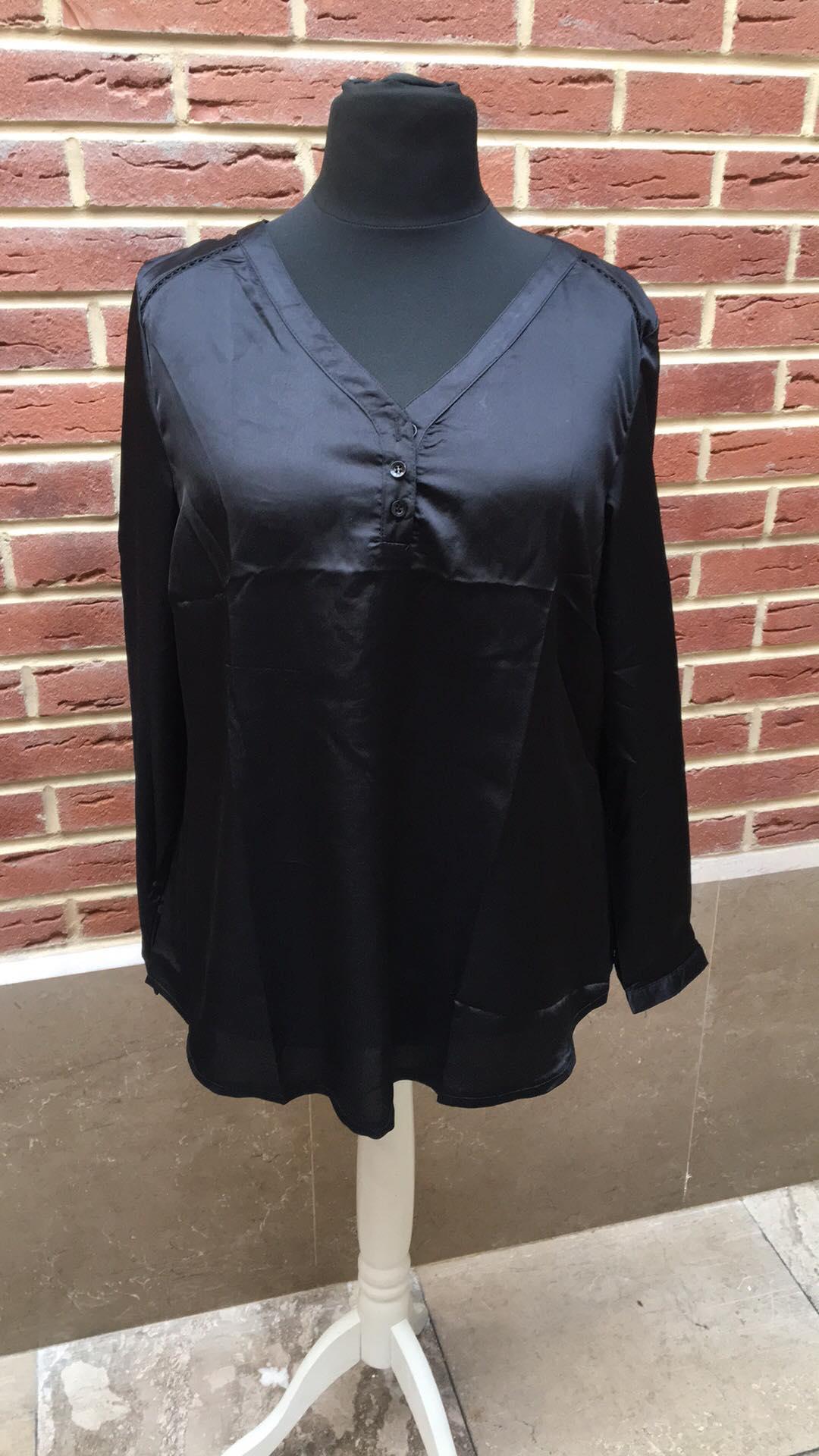 blouse satiné avec dentelle dans le dos  - blou-satin