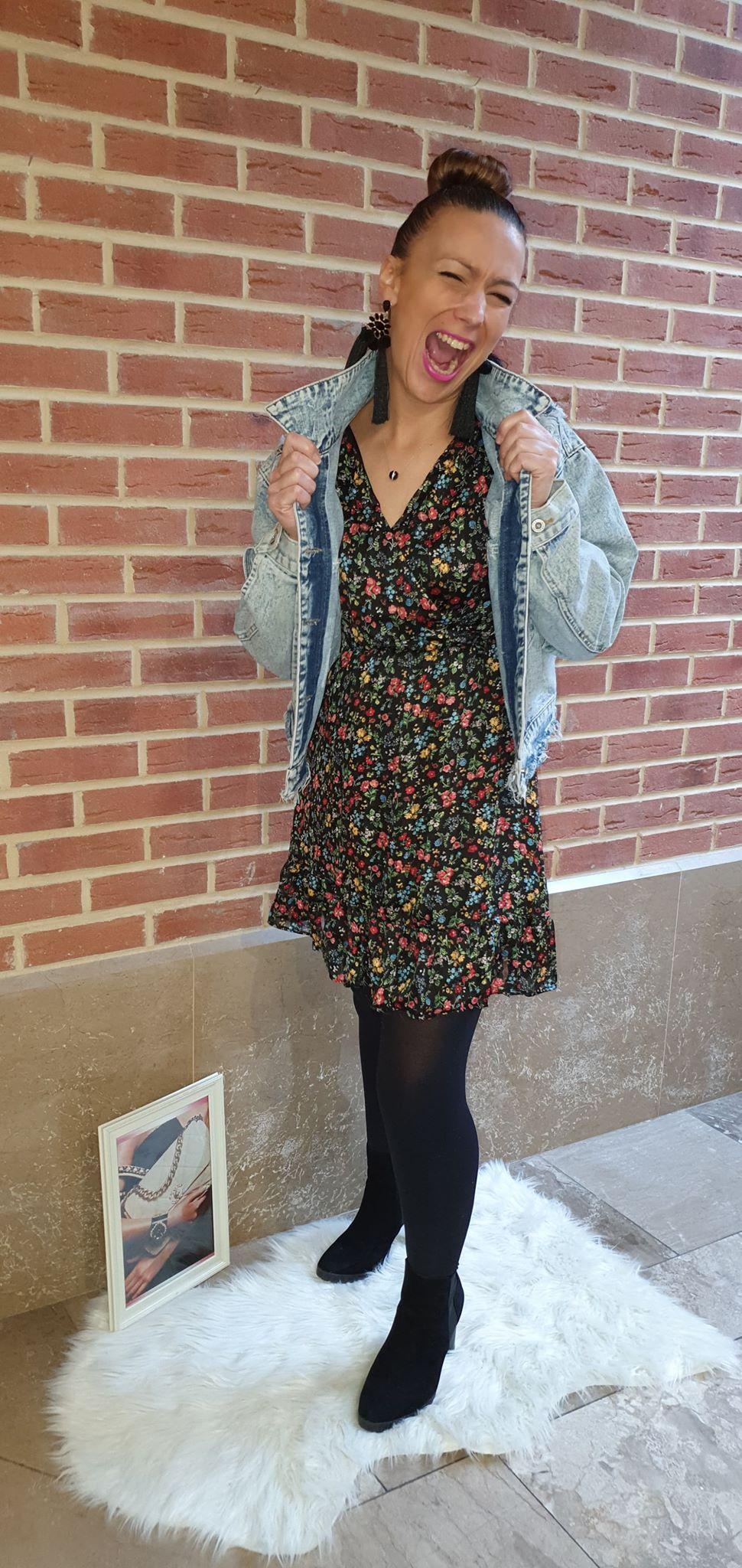 robe noir manche courte petites fleurs - rob-noi-fle-cou