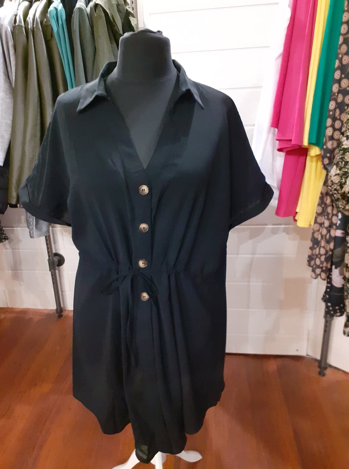 robe noir manche courte boutonné - rob-noi-man-cou-bou