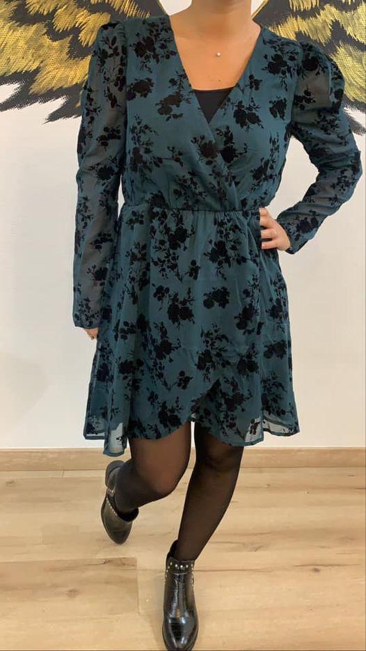 robe verte fleuri noir  - rob-ver-fle-noi